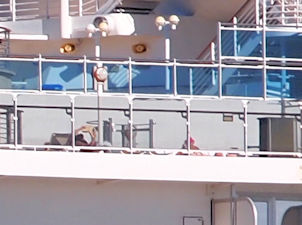 船上に残っている人々